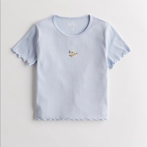 Hollister Daisy Cropped Lettuce Trim Top